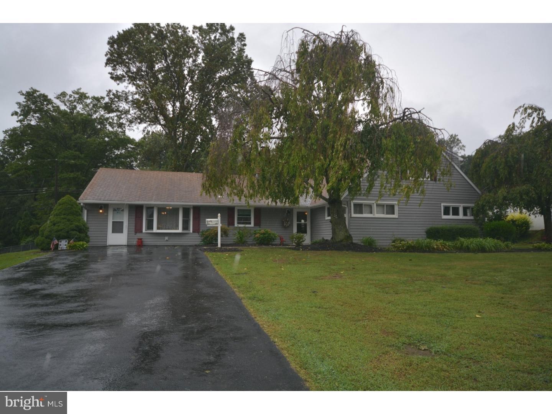 独户住宅 为 销售 在 30 ROSE APPLE Road Levittown, 宾夕法尼亚州 19056 美国