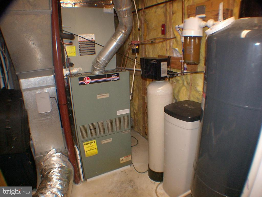 Oil furnace and heat pump and water softner - 1919 WITHERS LARUE RD., BERRYVILLE