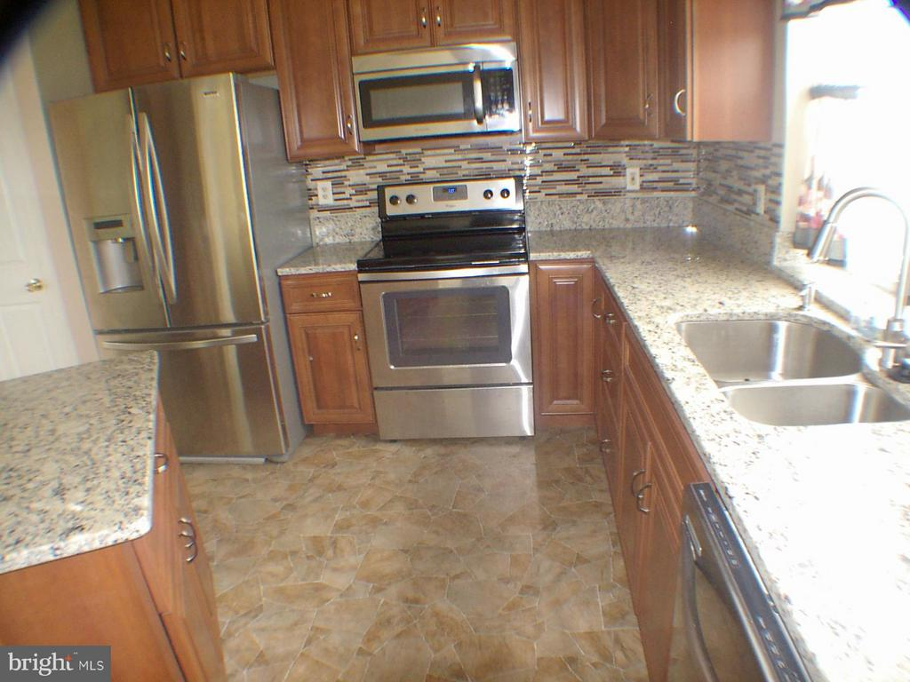 Kitchen with granite counter tops - 1919 WITHERS LARUE RD., BERRYVILLE