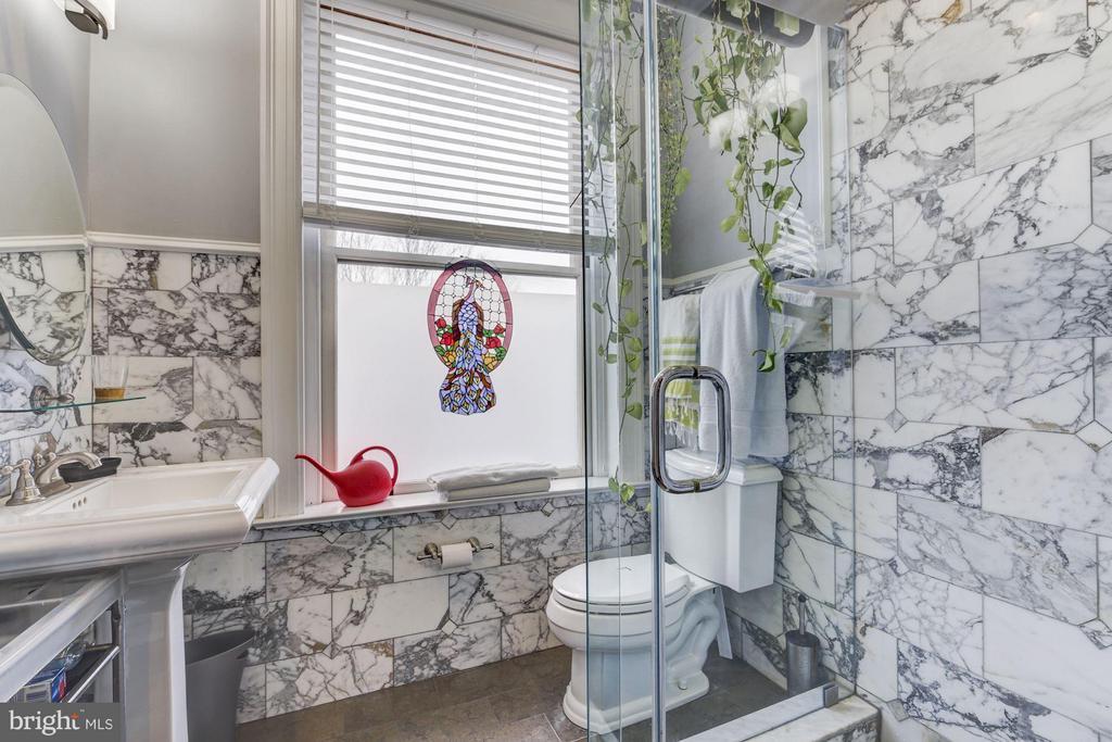 2nd Floor En-Suite Bathroom with Hall access - 506 A ST SE, WASHINGTON