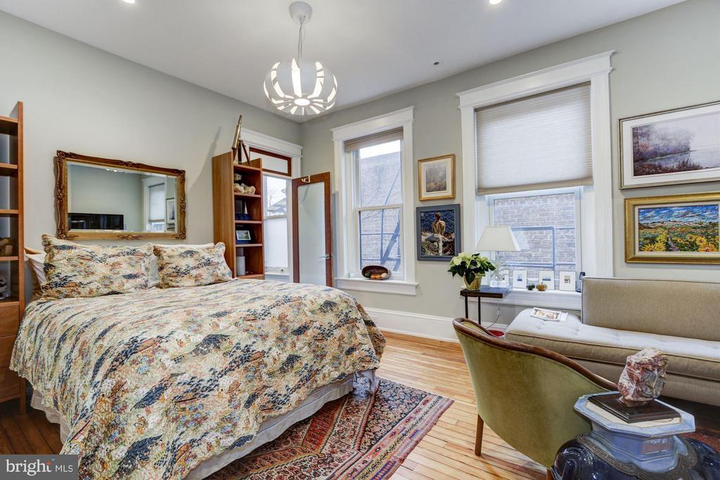 2nd Floor Bedroom with En-Suite Bathroom - 506 A ST SE, WASHINGTON