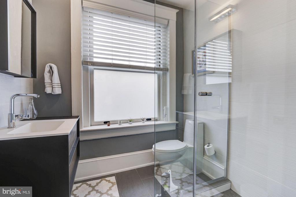3rd Floor Bathroom - 506 A ST SE, WASHINGTON