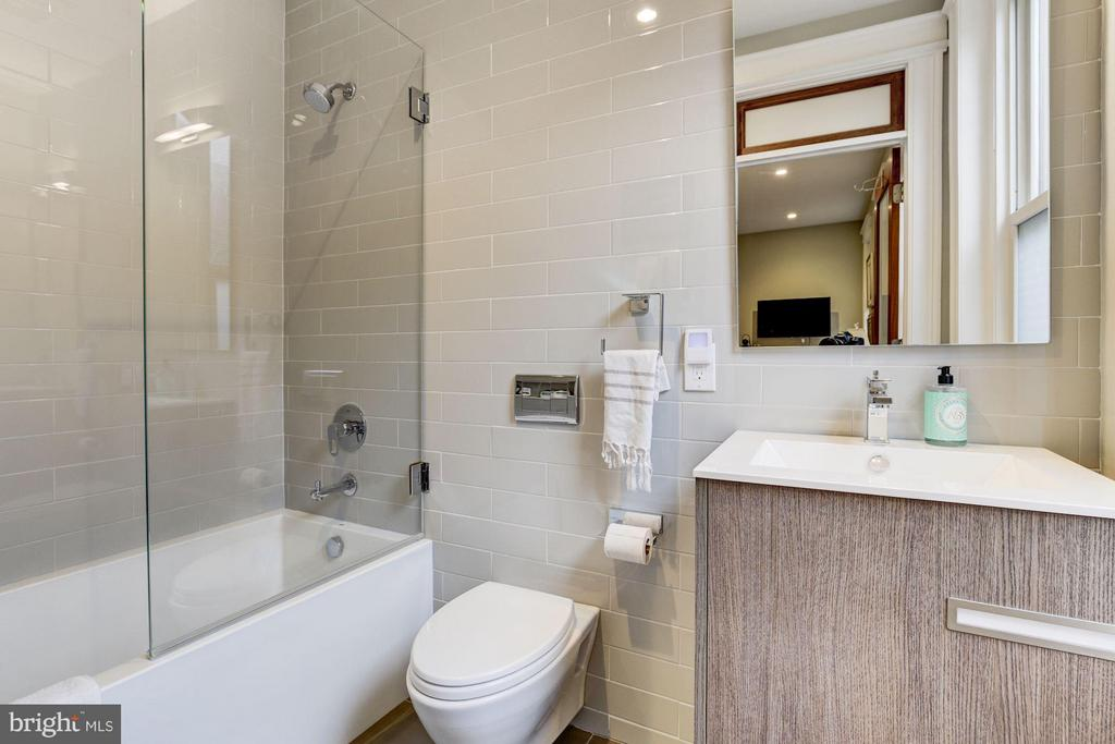 2nd Floor En-Suite Bathroom - 506 A ST SE, WASHINGTON