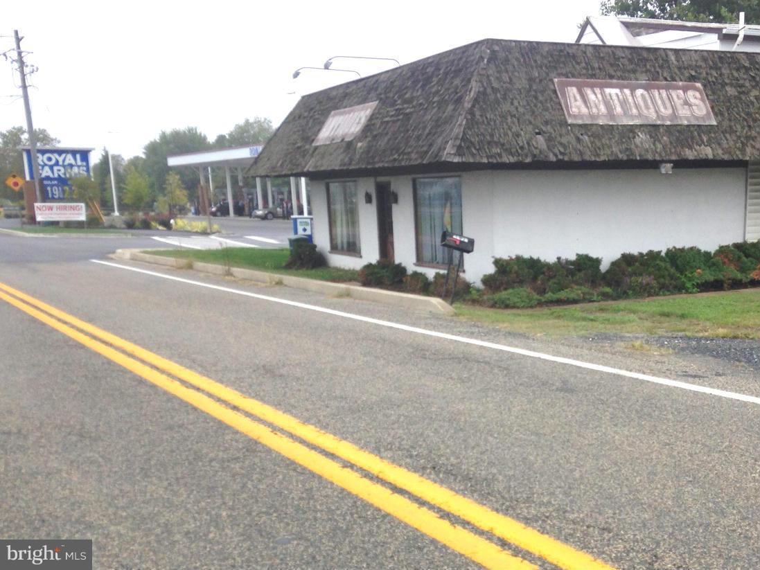 Photo of home for sale at 225 Saddler Road, Grasonville MD