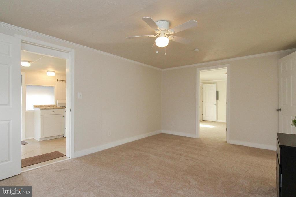 Family Room - 8107 MAPLEWOOD DR, MANASSAS