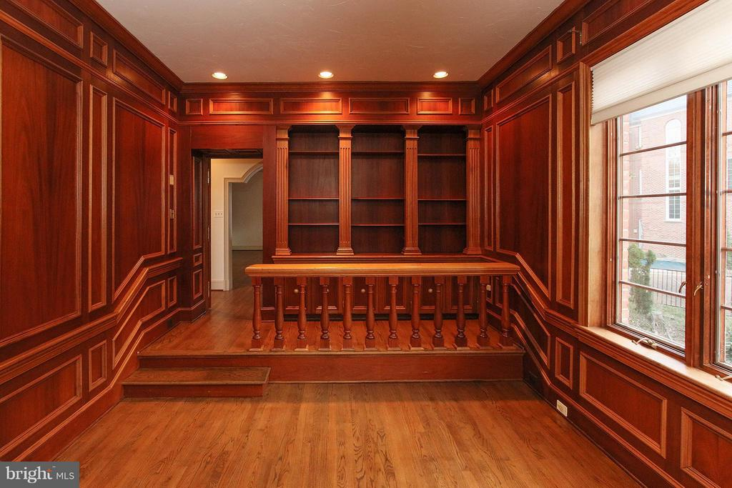Richly appointed library with built in bookshelves - 612 LIVE OAK DR, MCLEAN