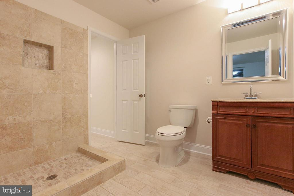 Full bath on lower level - 612 LIVE OAK DR, MCLEAN