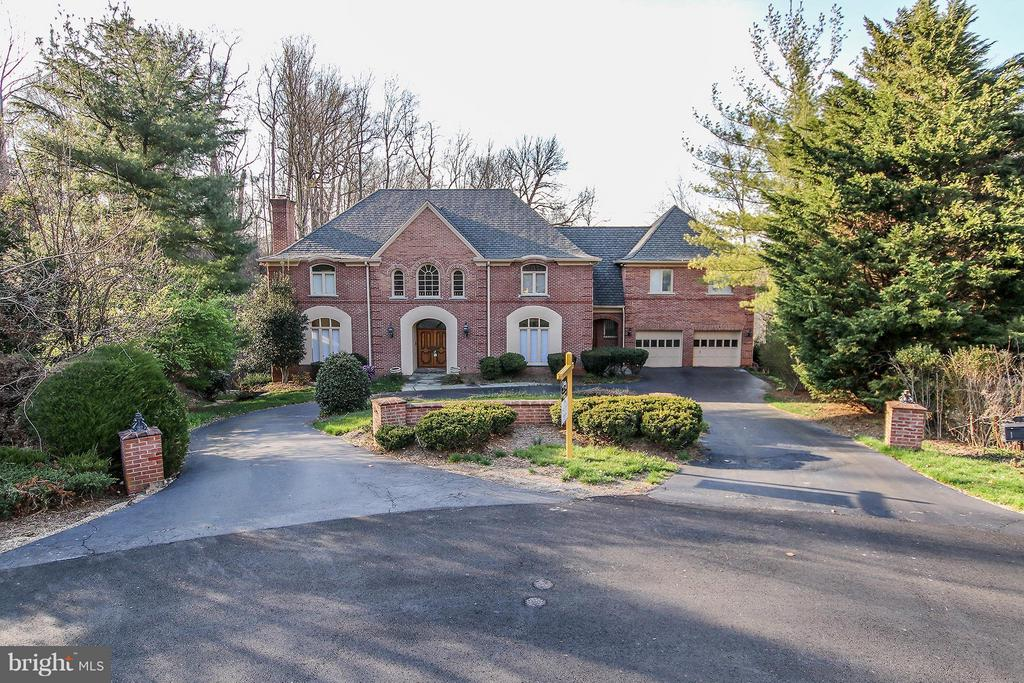 All brick exterior with circular driveway - 612 LIVE OAK DR, MCLEAN