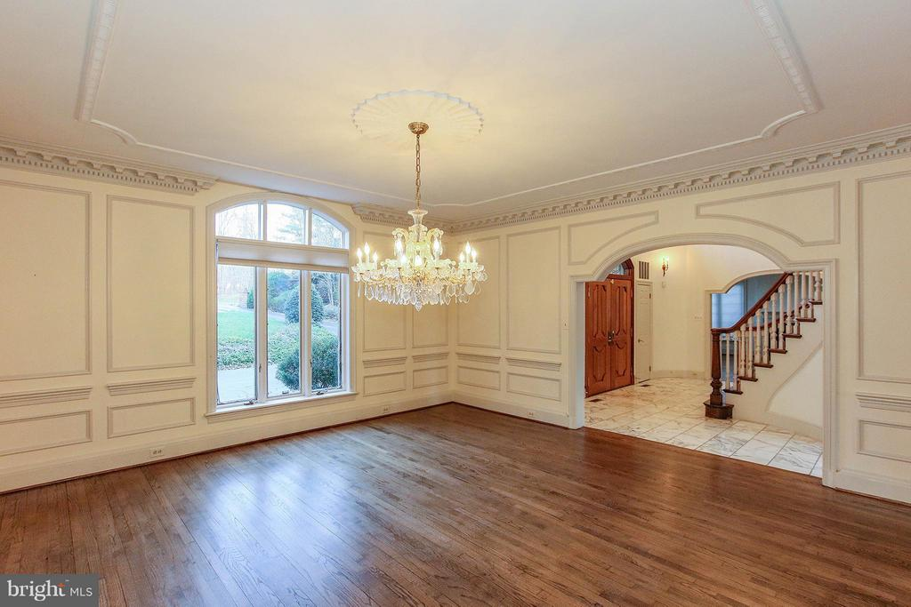 Perfect for hosting elaborate dinner parties - 612 LIVE OAK DR, MCLEAN