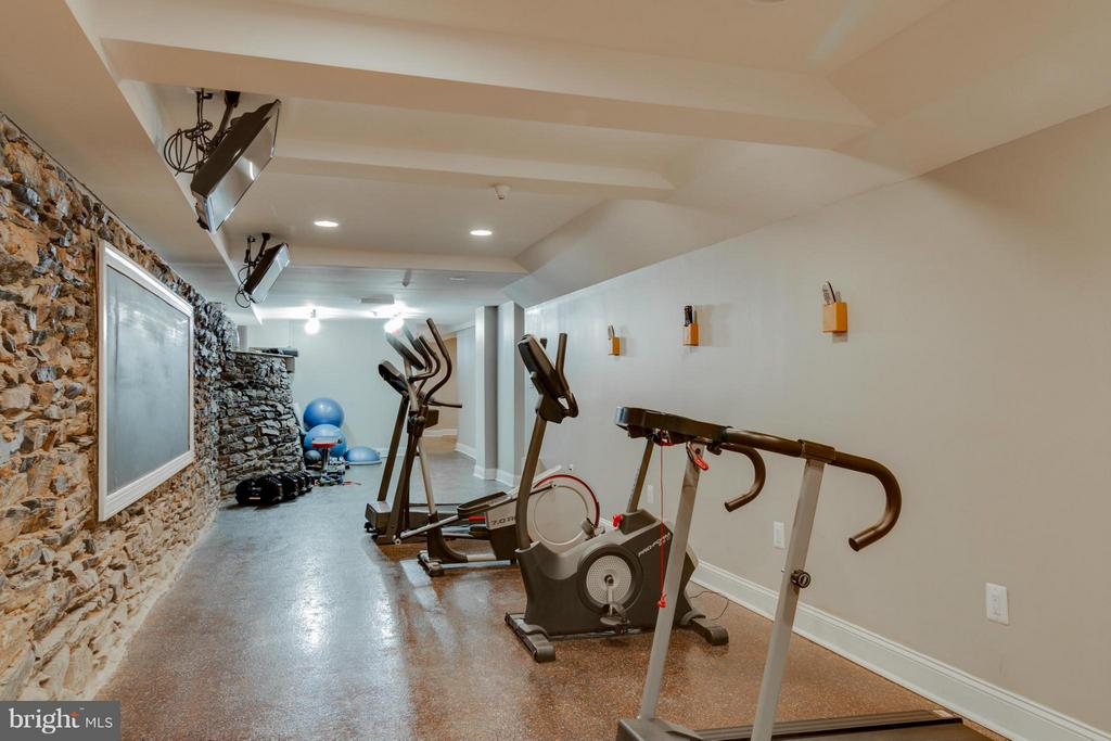 Exercise Area w/cozy lounge at other end - 9 E 2ND ST #2B, FREDERICK