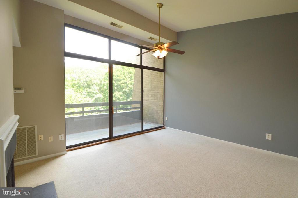 Living Room - 11556 ROLLING GREEN CT #300, RESTON