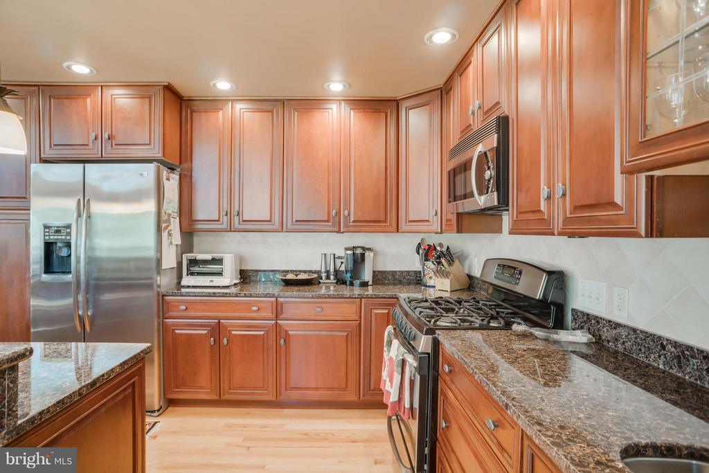 Kitchen with granite counter tops - 402 HAPPY CREEK RD, LOCUST GROVE
