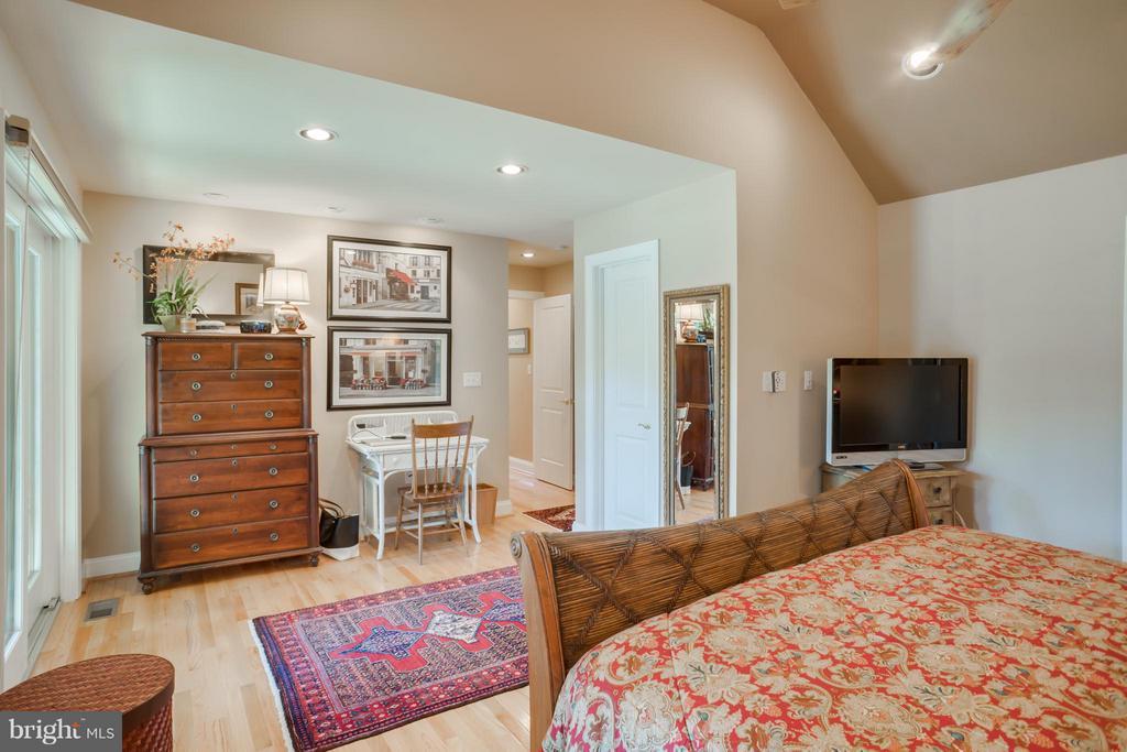 Bedroom (Master) - 402 HAPPY CREEK RD, LOCUST GROVE