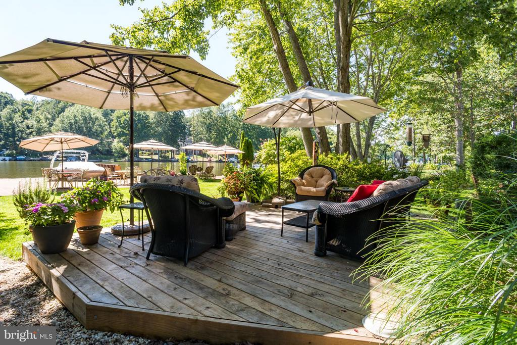 Deck  with great views of the lake - 402 HAPPY CREEK RD, LOCUST GROVE