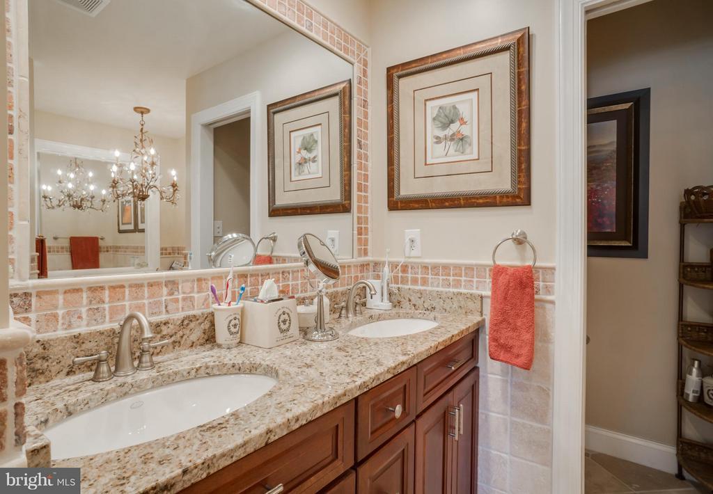 Master bath with granite counters - 402 HAPPY CREEK RD, LOCUST GROVE