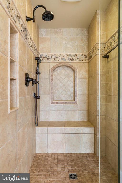 Bath (Master) - 42001 RASPBERRY DR, LEESBURG