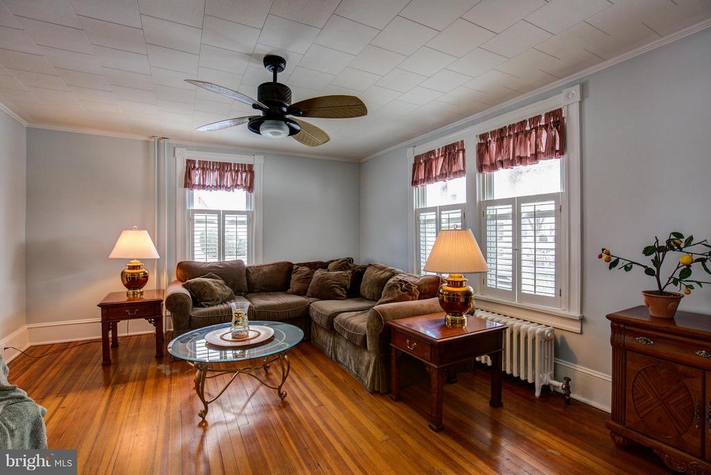 Living Room - 301 MILLER ST, WINCHESTER