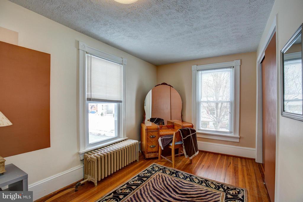 Bedroom - 301 MILLER ST, WINCHESTER