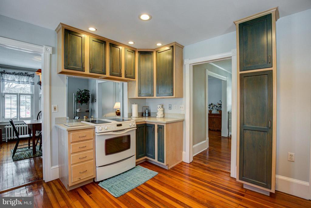 Kitchen - 301 MILLER ST, WINCHESTER