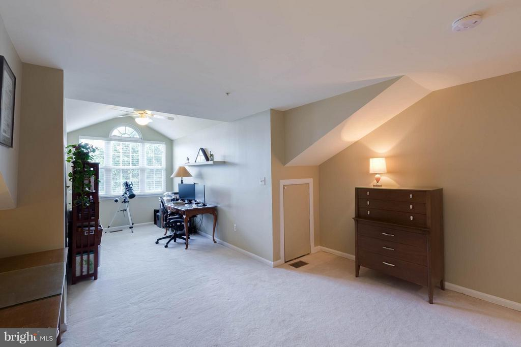 Spacious 2nd level - 11820 ETON MANOR DR #302, GERMANTOWN