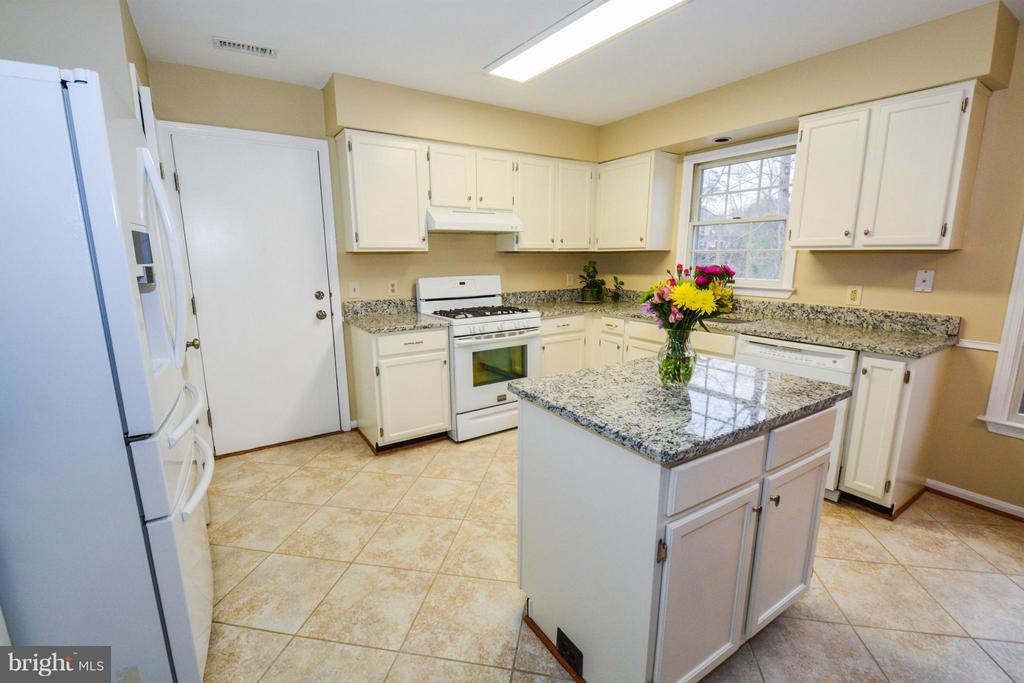 Kitchen - 5 NEW BEDFORD CT, STAFFORD