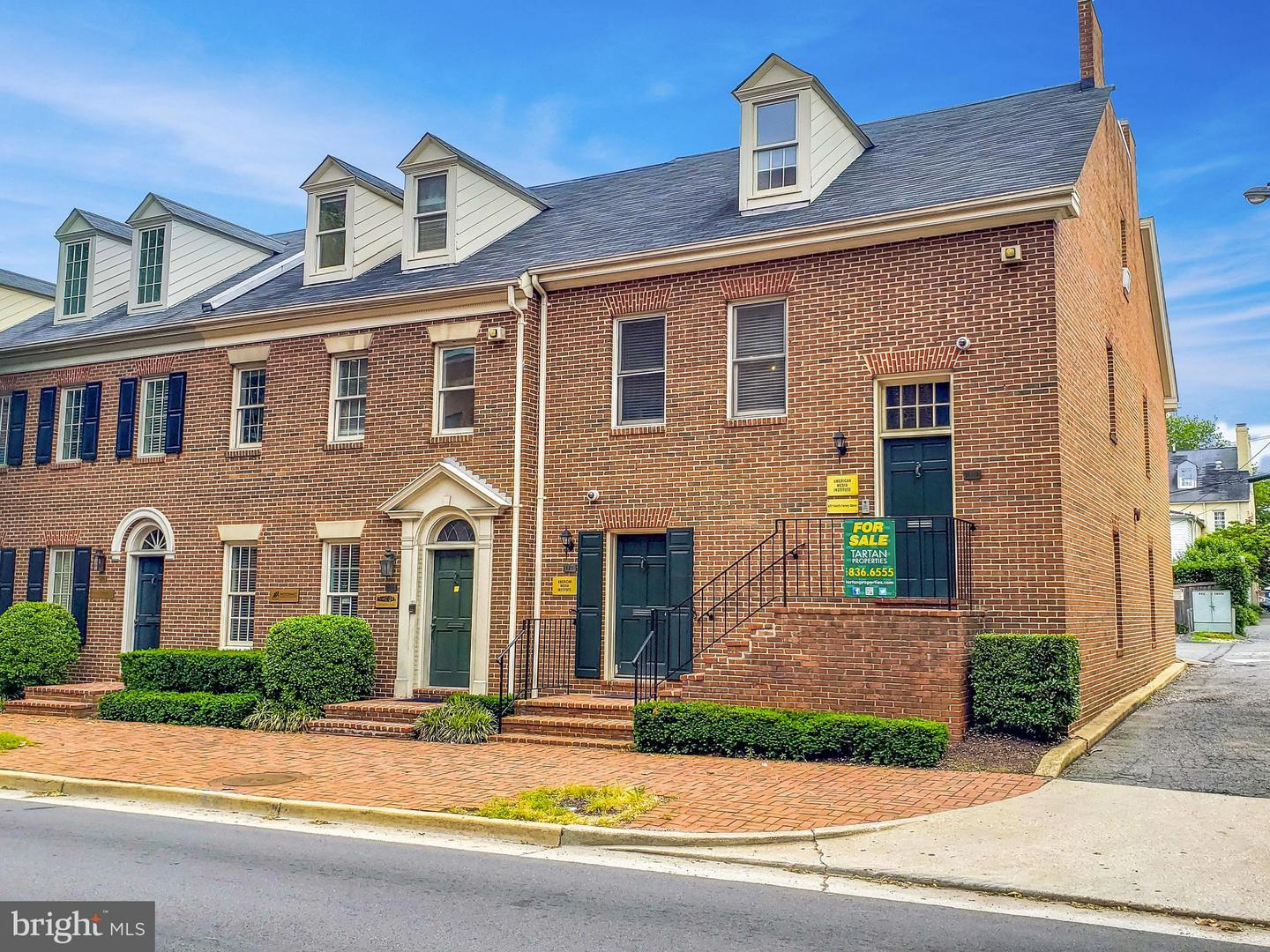 Commercial for Sale at 109 Henry St N Alexandria, Virginia 22314 United States
