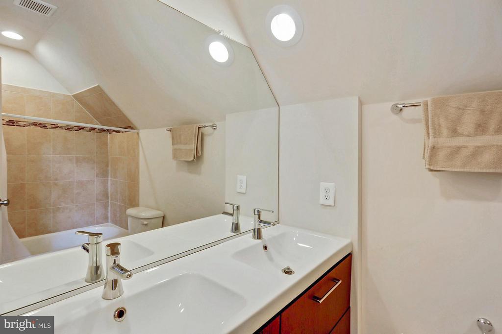 Dual Master Sinks - 1206 JEFFERSON RD, FORT WASHINGTON