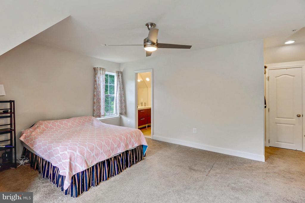 Huge Master Bedroom with Walk-In Closets - 1206 JEFFERSON RD, FORT WASHINGTON