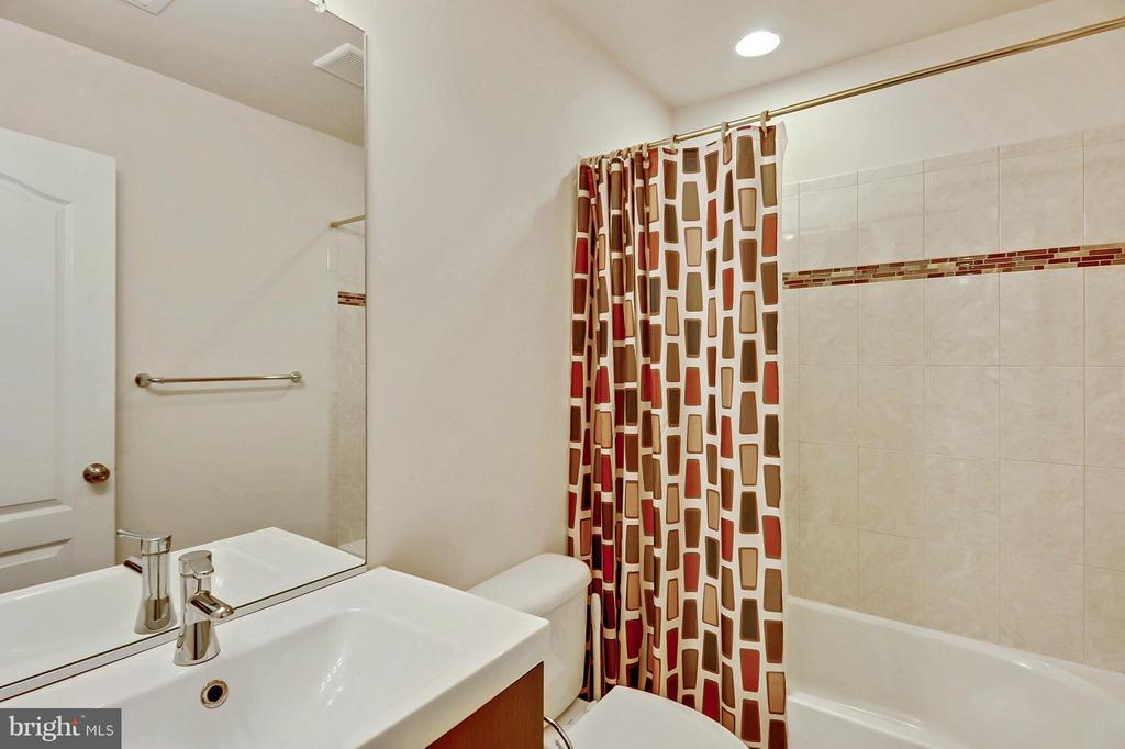 Main Level Full Bath - 1206 JEFFERSON RD, FORT WASHINGTON