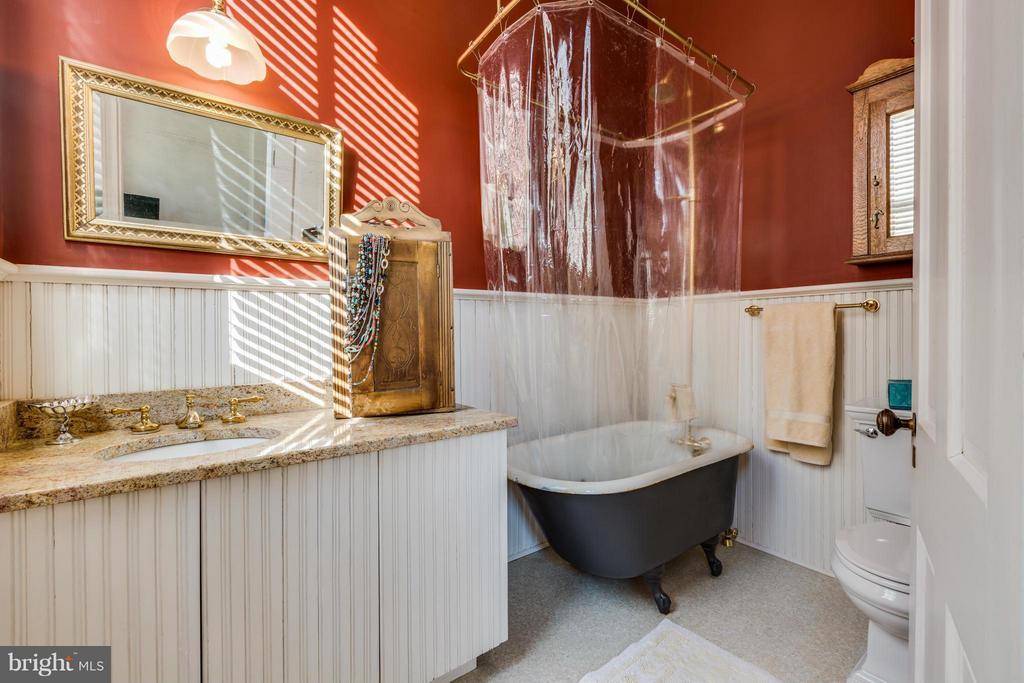 Master Bath - 1108 CHARLES ST, FREDERICKSBURG