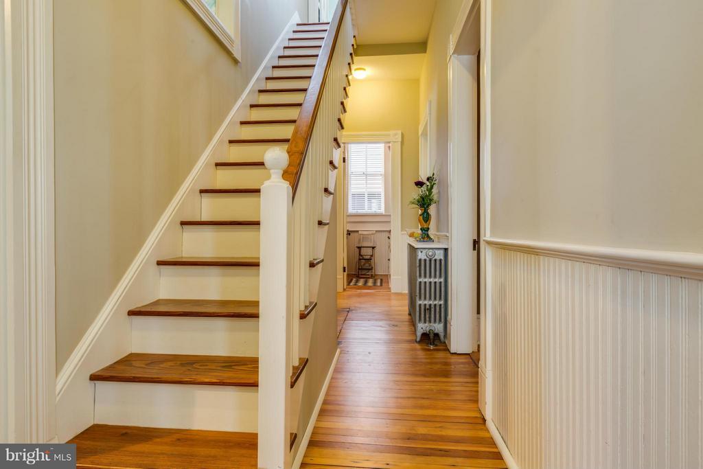 Back stairs - 1108 CHARLES ST, FREDERICKSBURG