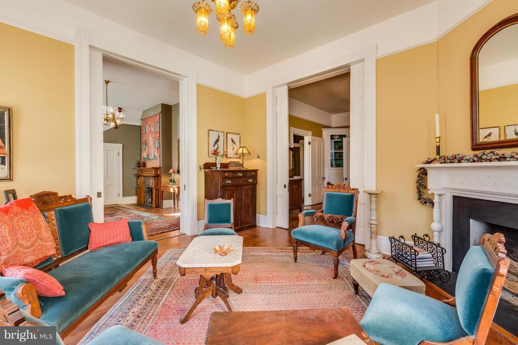 Living Room - 1108 CHARLES ST, FREDERICKSBURG