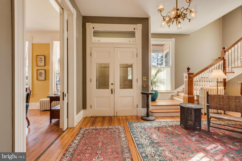 Huge 2 story entry foyer - 1108 CHARLES ST, FREDERICKSBURG