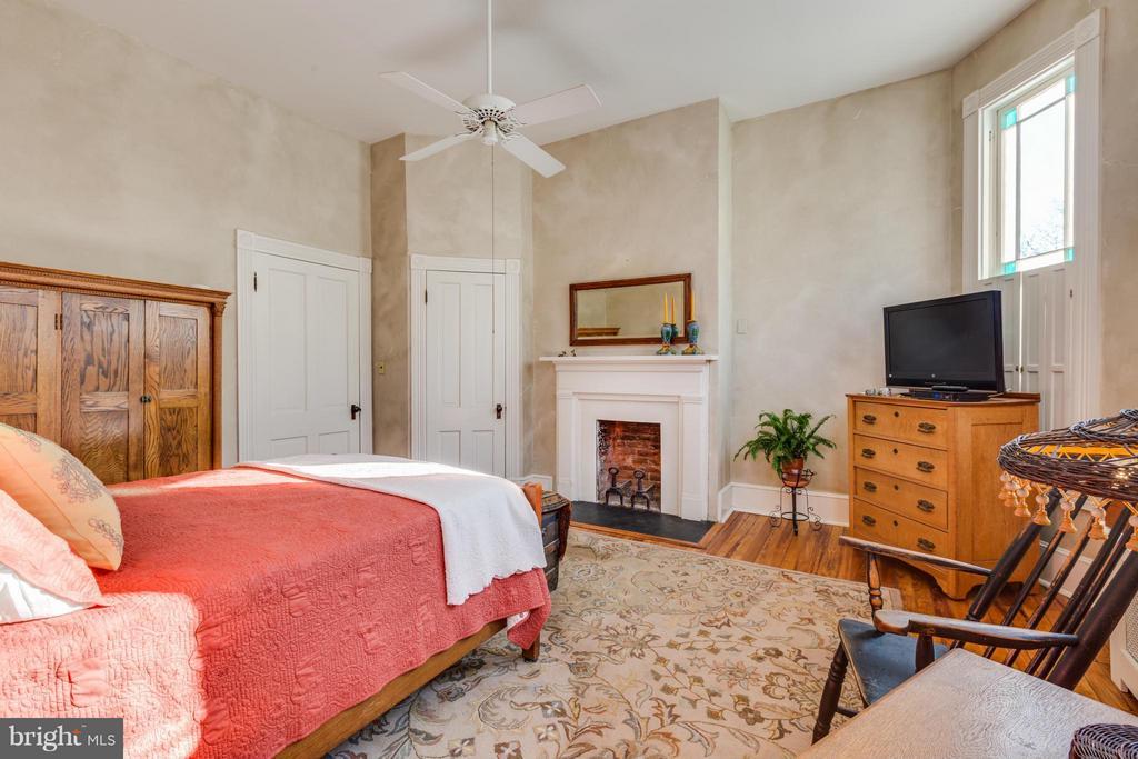 Master Bedroom - 1108 CHARLES ST, FREDERICKSBURG