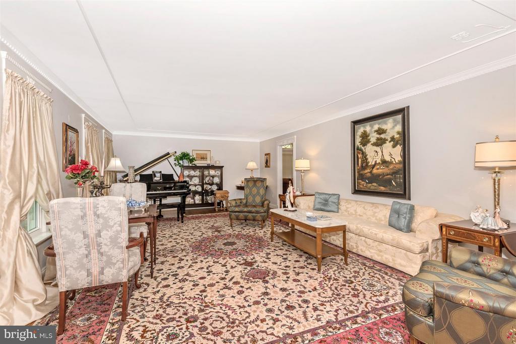 Living Room - 15901 NEW BEDFORD DR, ROCKVILLE