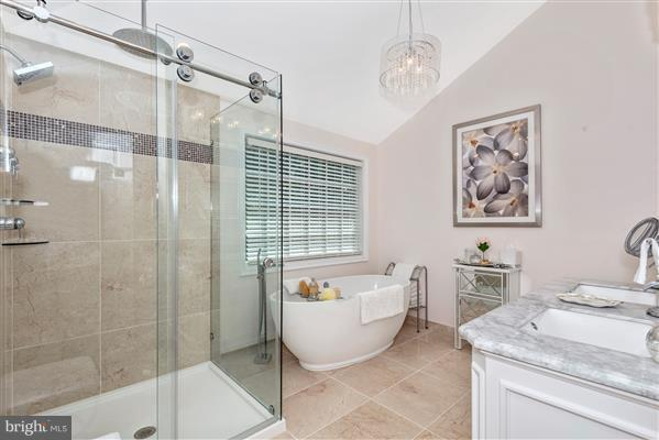 Bath (Master) - 15901 NEW BEDFORD DR, ROCKVILLE