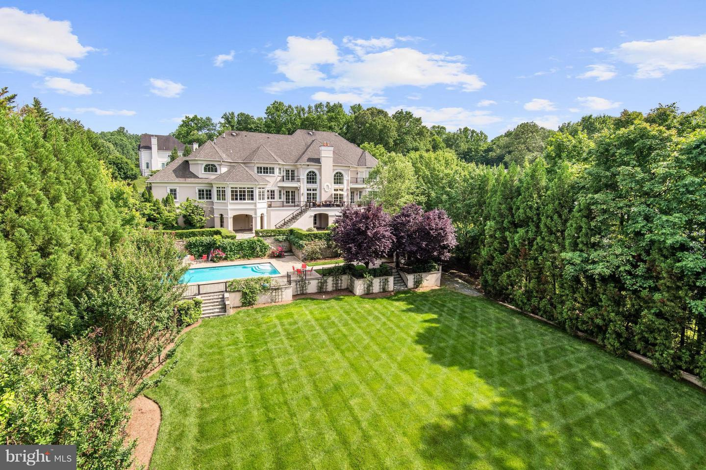 Single Family for Sale at 886 Chinquapin Rd McLean, Virginia 22102 United States