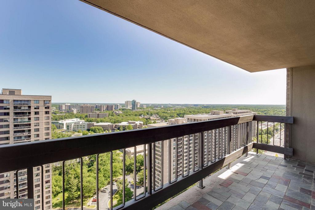 Large slate balcony for relaxing - 3701 S GEORGE MASON DR #2605N, FALLS CHURCH