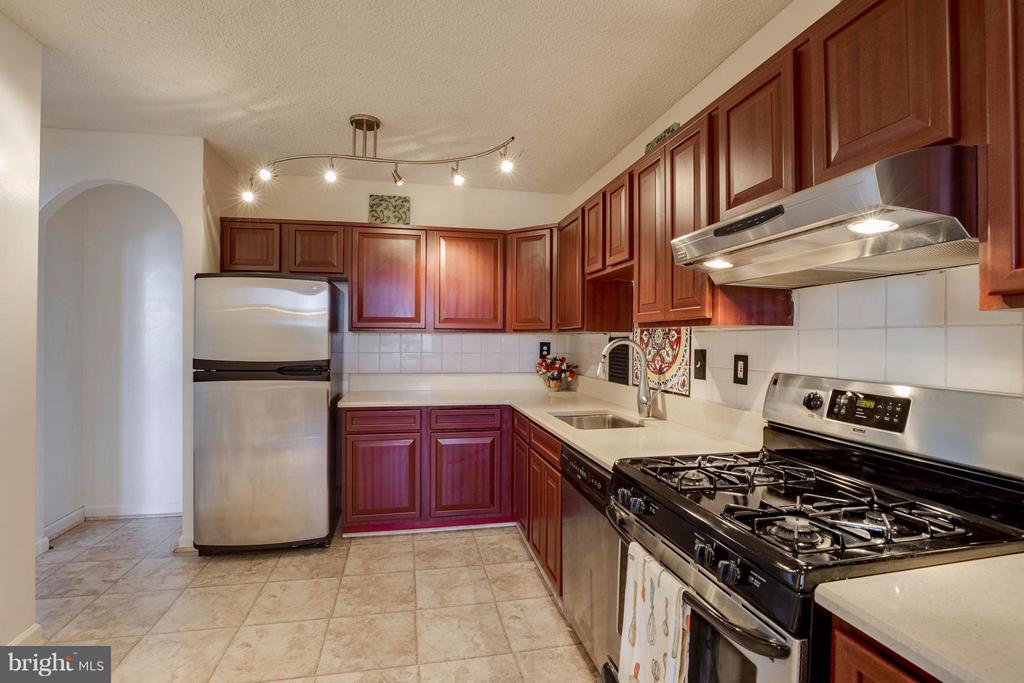 Updated cabinets and Corian counter tops - 3701 S GEORGE MASON DR #2605N, FALLS CHURCH