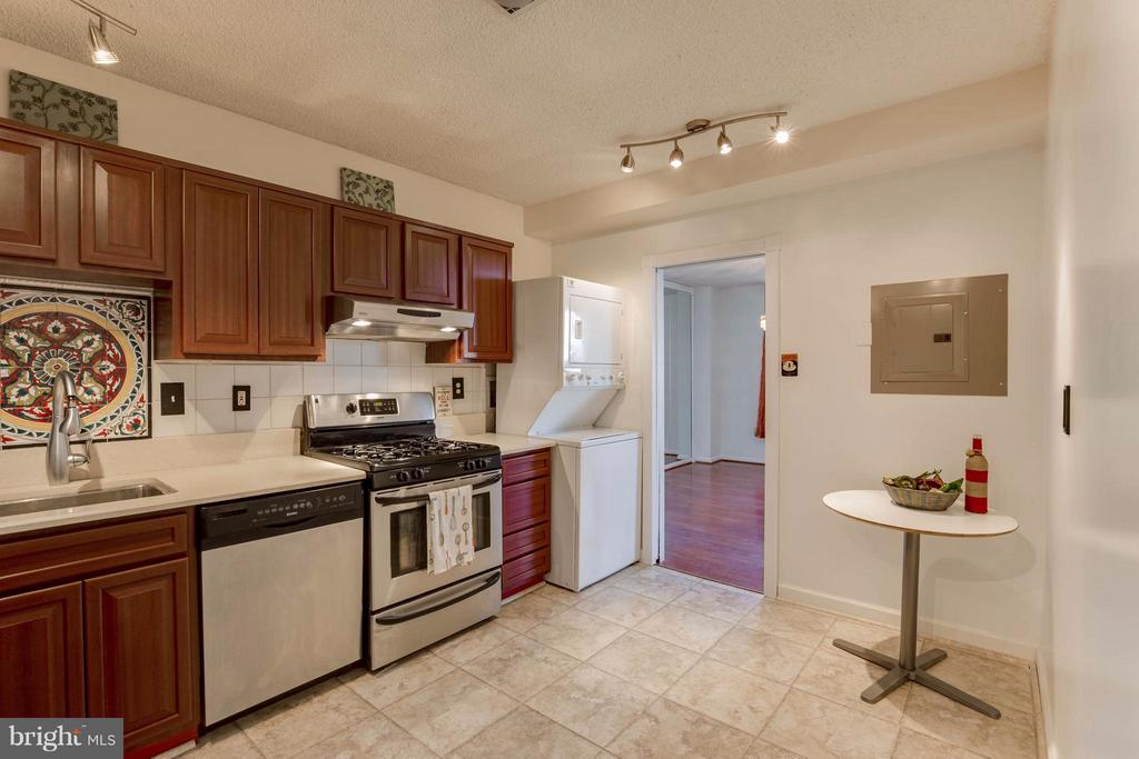 With room for table or additional storage! - 3701 S GEORGE MASON DR #2605N, FALLS CHURCH