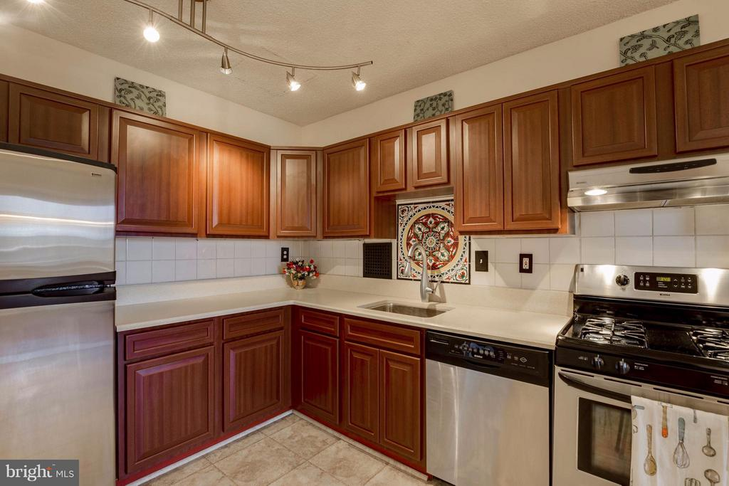 Newer stainless steel appliances - 3701 S GEORGE MASON DR #2605N, FALLS CHURCH