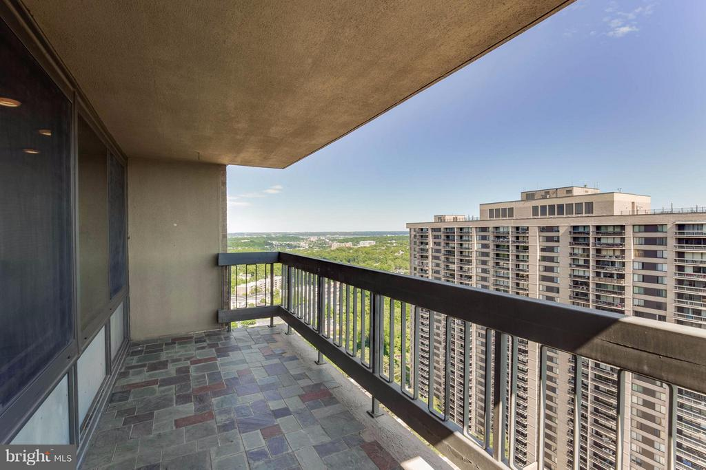 Large corner balcony w/ views of the Potomac - 3701 S GEORGE MASON DR #2605N, FALLS CHURCH