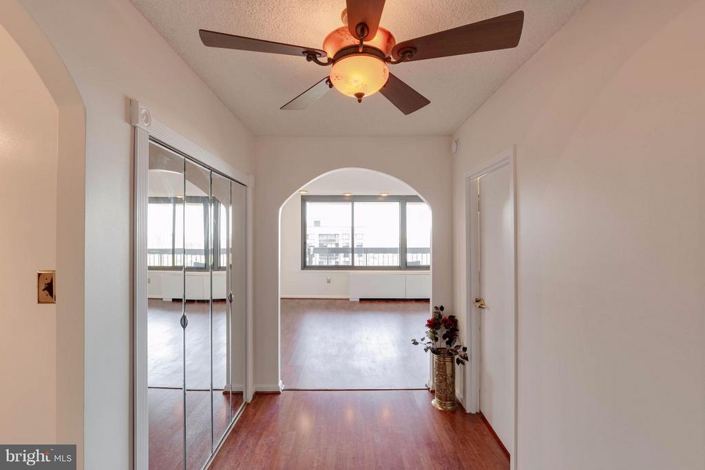Bright entry has a walk in AND coat closet - 3701 S GEORGE MASON DR #2605N, FALLS CHURCH