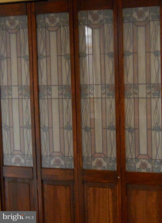 Lovely stained glass, deep hall closet w/ shelving - 3701 S GEORGE MASON DR #2605N, FALLS CHURCH