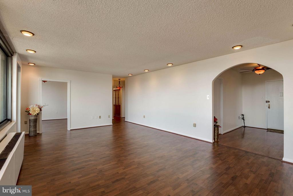 Large family room leads to the bedrooms! - 3701 S GEORGE MASON DR #2605N, FALLS CHURCH