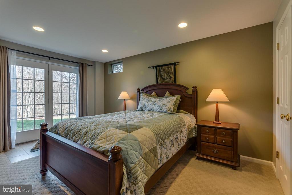 Bedroom 5 has private entrance - 10864 HUNTER GATE WAY, RESTON