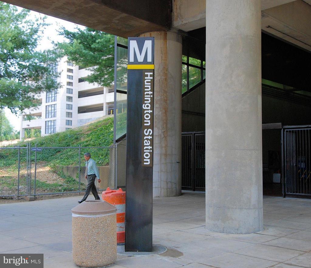 Just over a mile to Huntington Metro! - 3901 PINE BROOK RD, ALEXANDRIA
