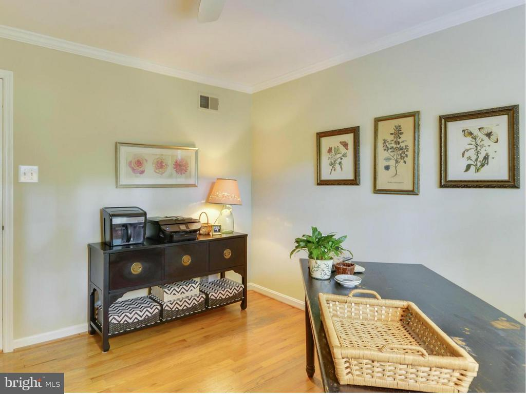 hardwood flooring and soothing paint color - 3901 PINE BROOK RD, ALEXANDRIA