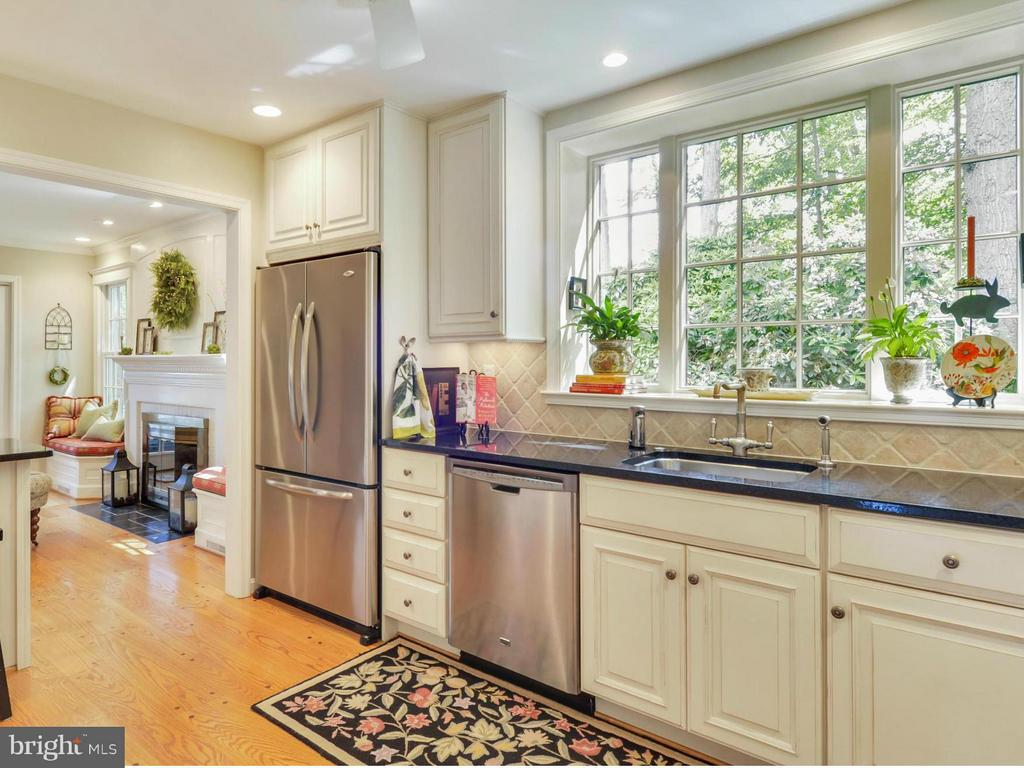 Expansive window for panoramic view of the yard - 3901 PINE BROOK RD, ALEXANDRIA
