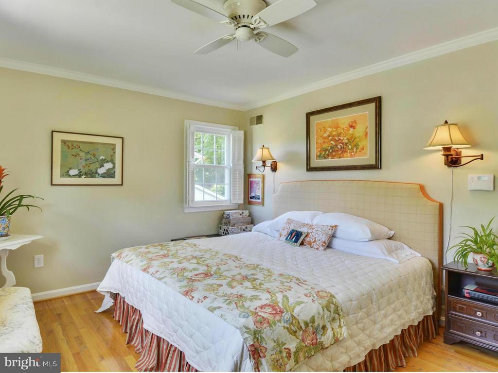 Elegant master bedroom - 3901 PINE BROOK RD, ALEXANDRIA